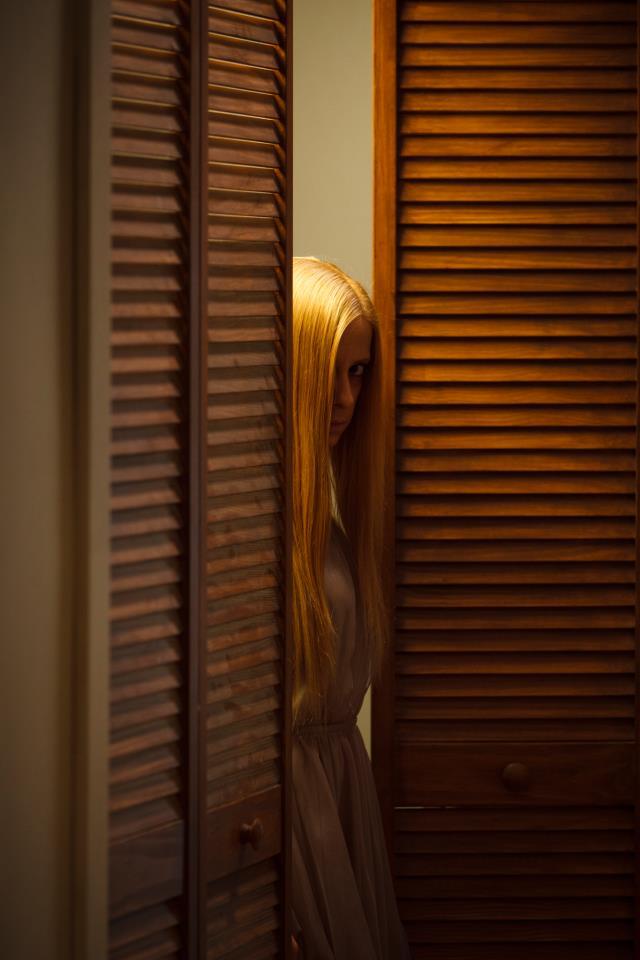 1303: Kathleen Mackey nei panni del fantasma in una scena del film