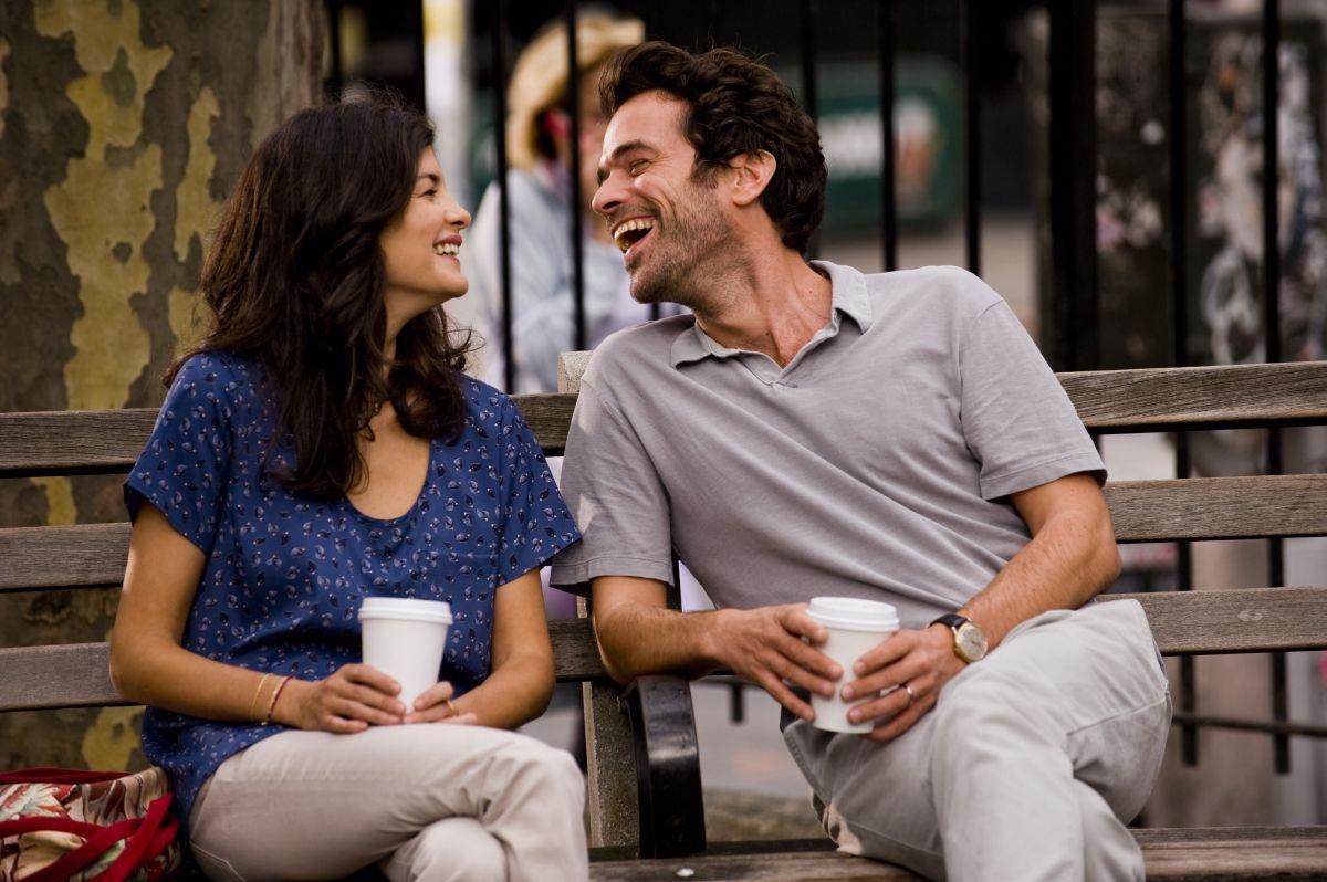Rompicapo a New York: Audrey Tautou e Romain Duris sorridono in una scena del film