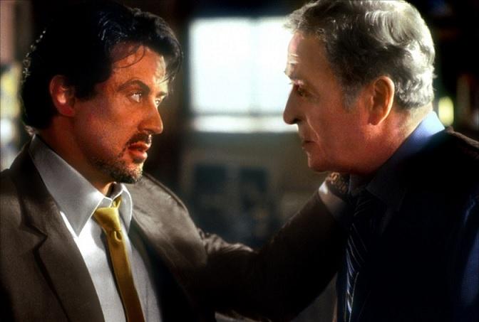 Sylvester Stallone e Michael Caine in una scena di La vendetta di Carter