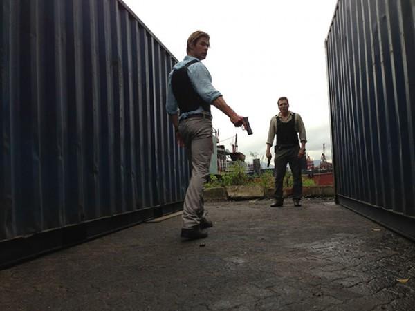 Cyber: Chris Hemsworth e Holt McCallany nella prima immagine del film di Michael Mann