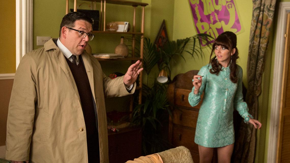 Mr. Sloane: Ophelia Lovibond e Nick Frost in una scena della prima stagione
