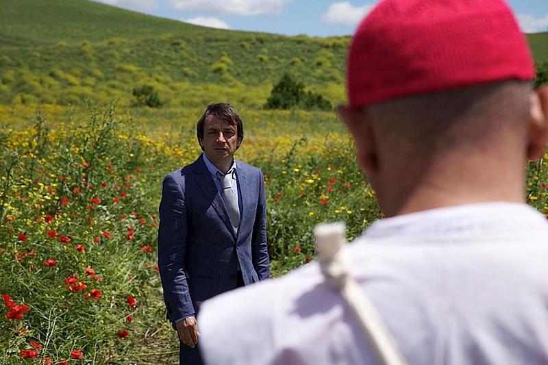 Ore diciotto in punto: l'avvocato Francesco Lombino e Paride in una scena del film