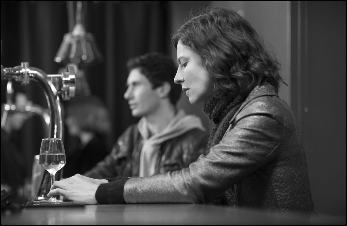 La gelosia: Anna Mouglalis in una scena