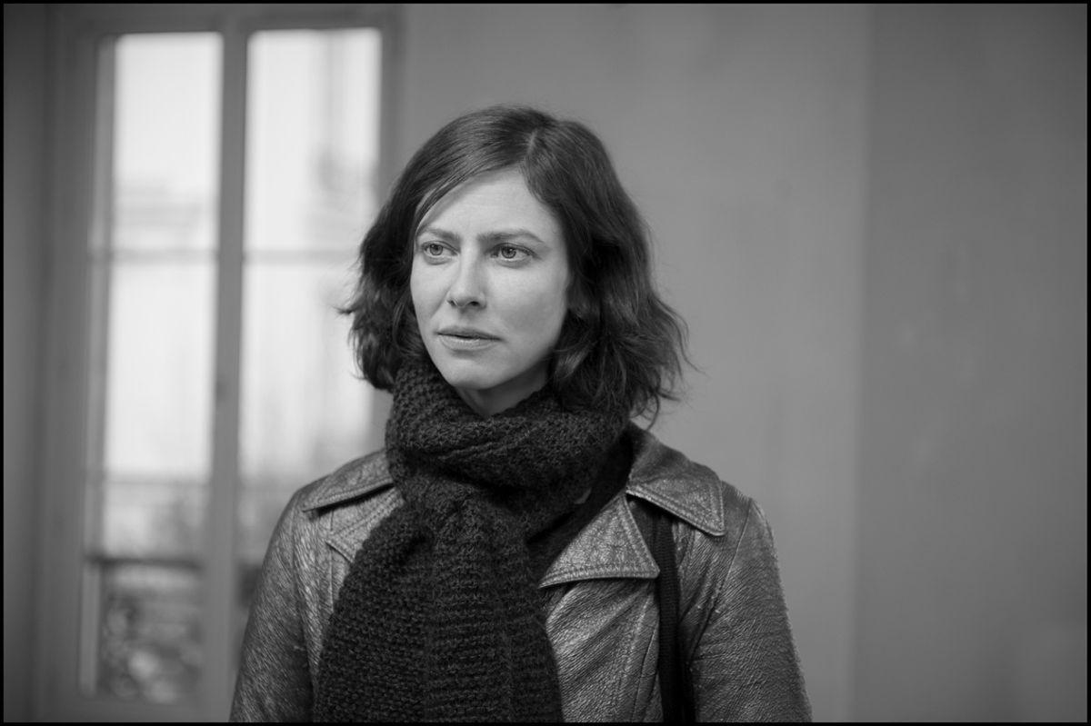 La gelosia: Anna Mouglalis nei panni di Claudia in una scena