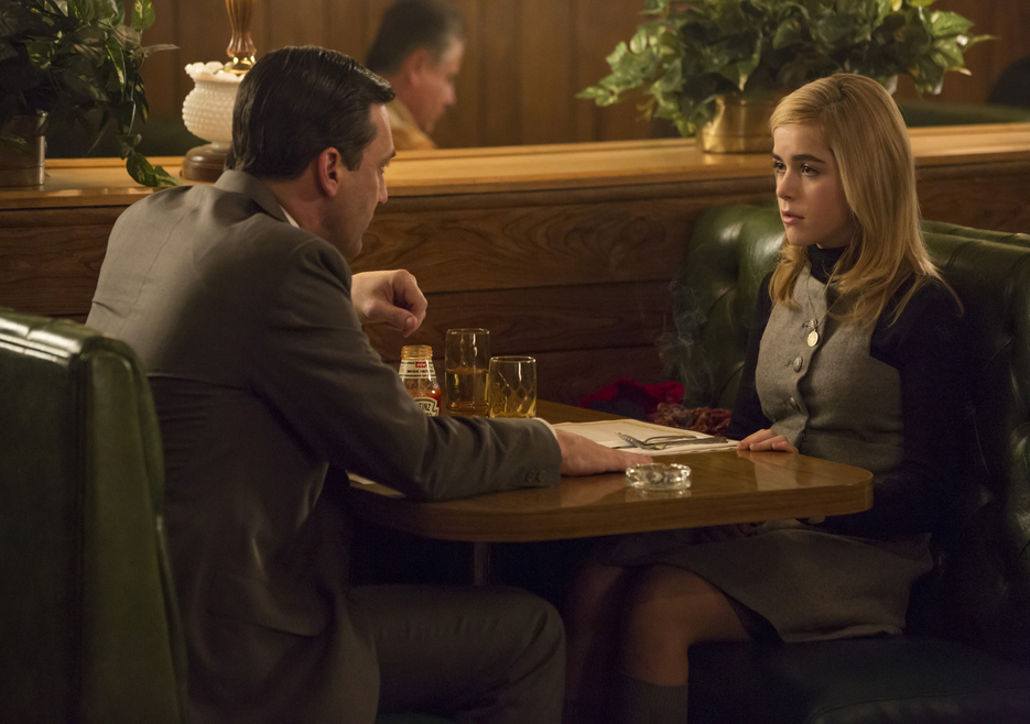 Mad Men: Jon Hamm e Kiernan Shipka nell'episodio A Day's Work