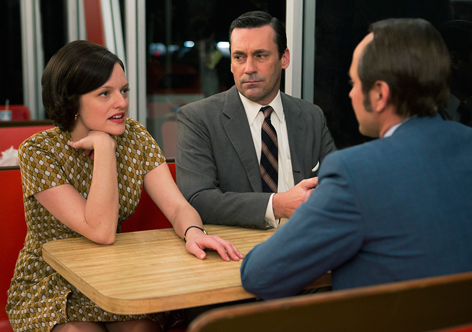 Mad Men: Elisabeth Moss con Jon Hamm in The Strategy