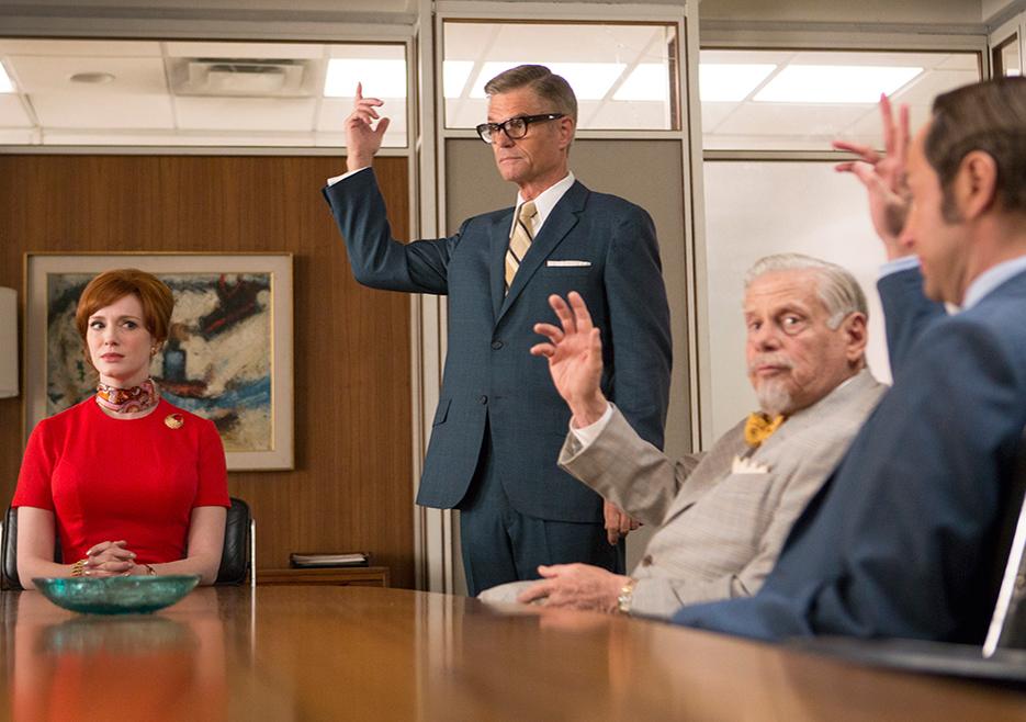Mad Men: Christina Hendricks, Harry Hamlin, Robert Morse nell'episodio The Strategy
