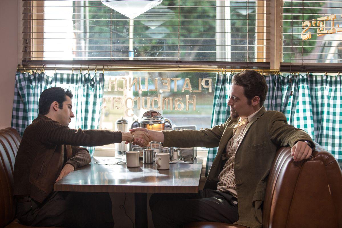 Jersey Boys: Erich Bergen con John Looyd Young in una scena del film