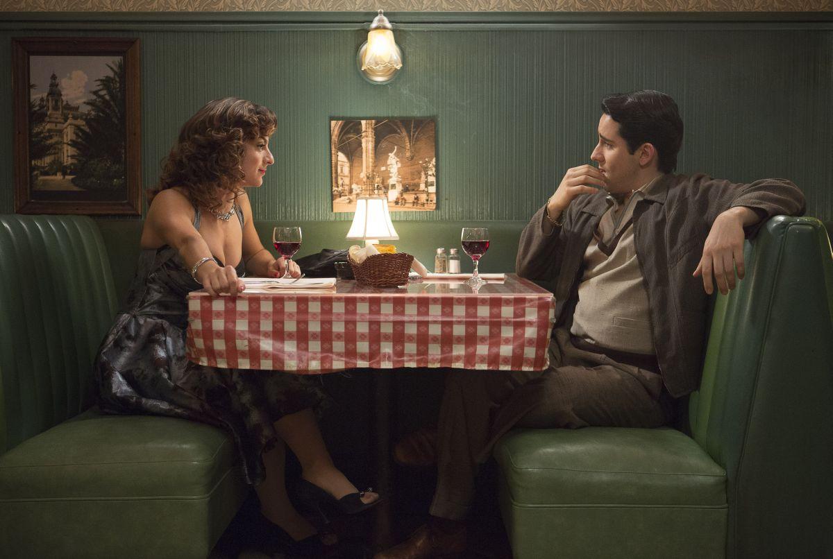 Jersey Boys: John Lloyd Young con Renée Marino in una scena del film