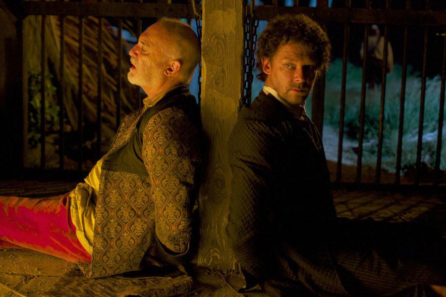 Crossbones: Richard Coyle in una scena dell'episodio The Covenant