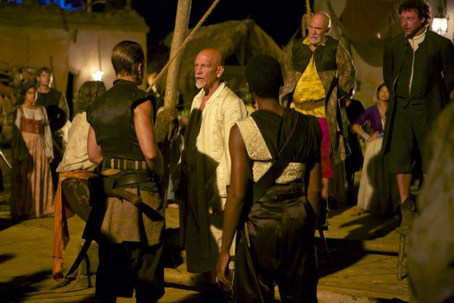 Crossbones: Richard Coyle e John Malkovich nell'episodio The Covenant