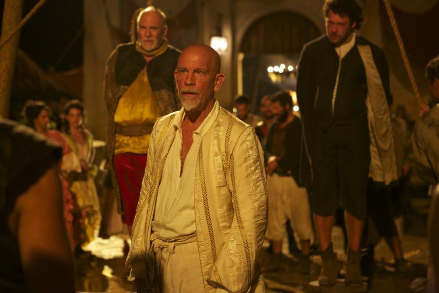 Crossbones: John Malkovich e Richard Coyle nell'episodio The Covenant