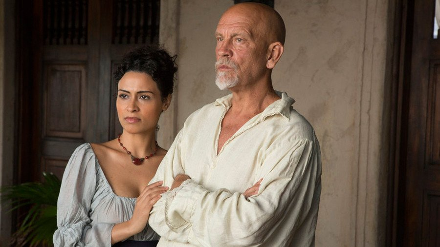 Crossbones: John Malkovich e Yasmine Al Massri nell'episodio The Coveant