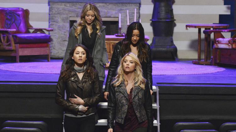 Pretty Little Liars: Troian Bellisario, Sasha Pieterse, Ashley Benson, Shay Mitchell in EscApe from New York