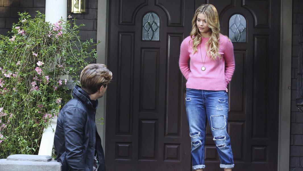 Pretty Little Liars: Sasha Pieterse e Drew Van Acker nell'episodio Whirly Girl