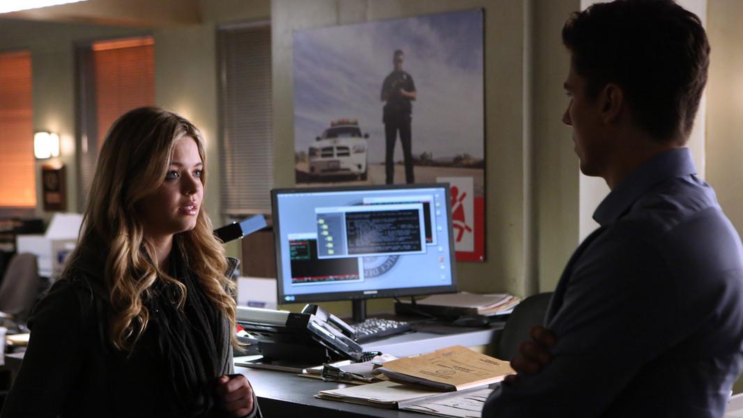 Pretty Little Liars: Sean Faris e Sasha Pieterse nell'episodio Whirly Girl