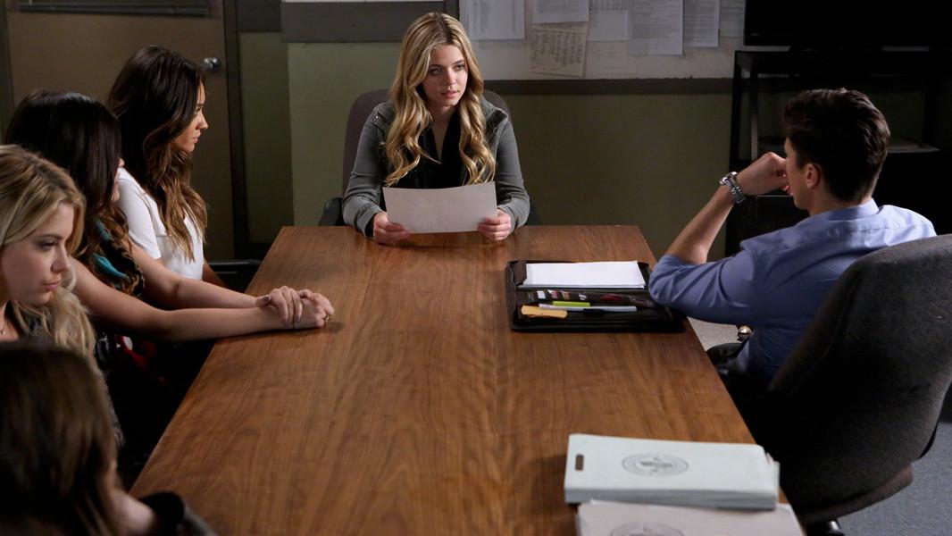 Pretty Little Liars: Sasha Pieterse, Ashley Benson, Sean Faris nell'episodio Whirly Girl