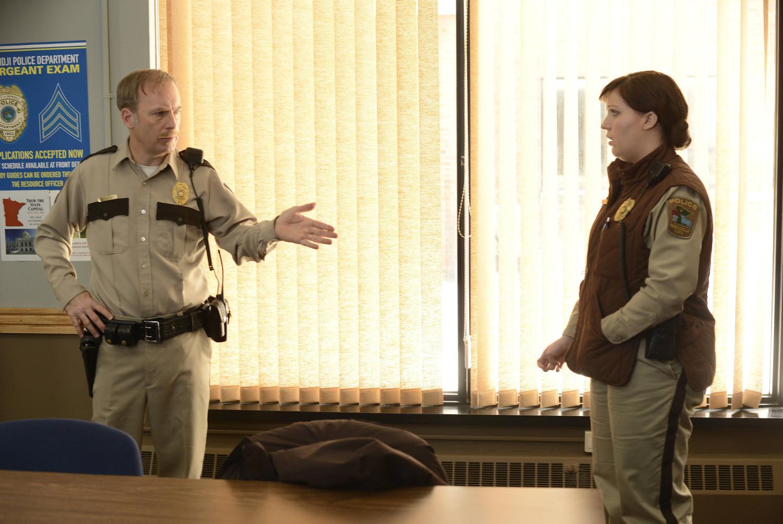 Fargo: una scena di The Heap con Bob Odenkirk e Allison Tolman