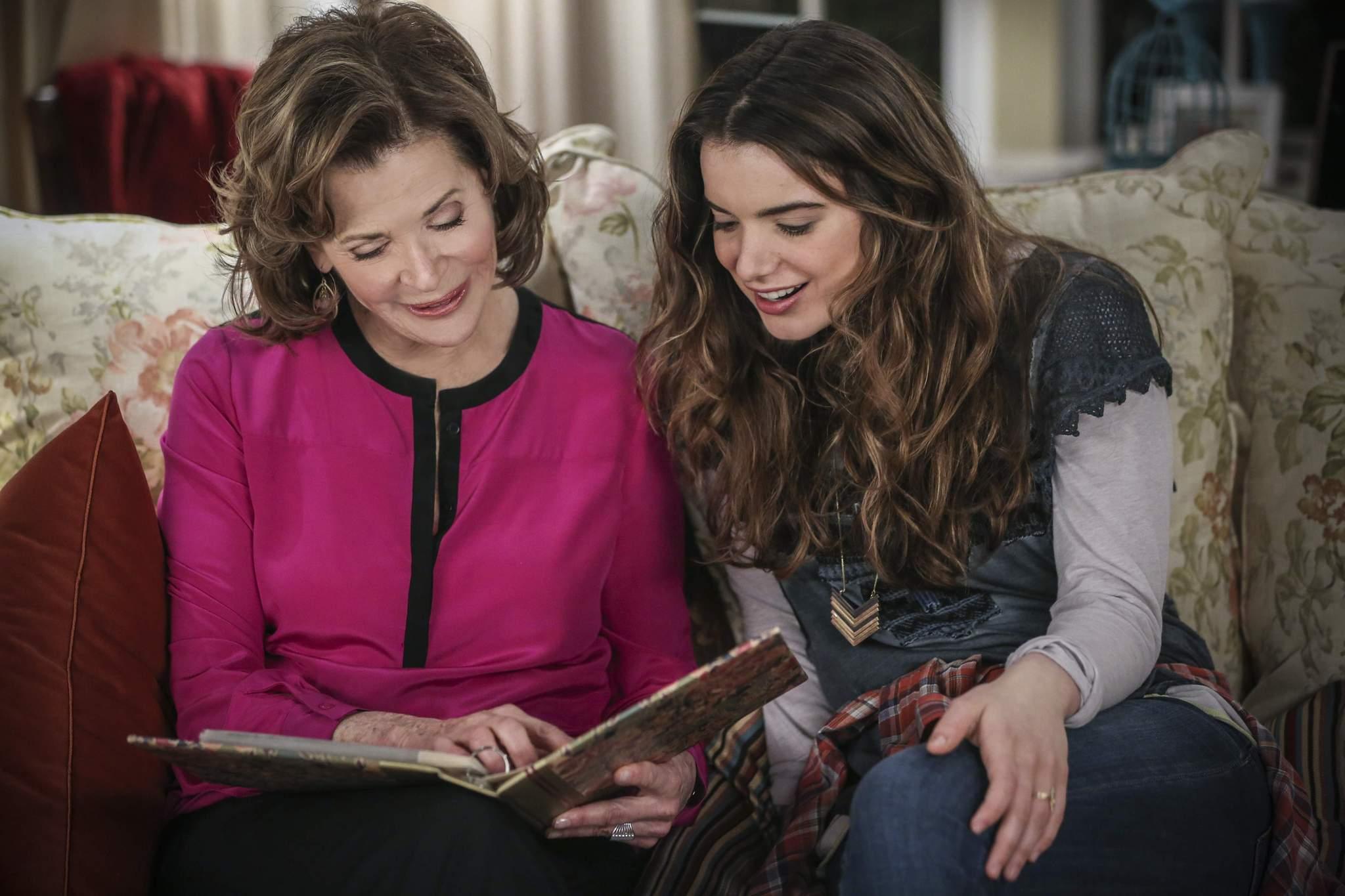 Jennifer Falls: Jessica Walter e Dylan Geluga in una scena della prima stagione