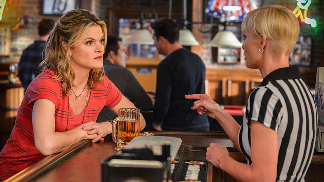 Jennifer Falls: Jaime Pressly insieme a Missi Pyle nella prima stagione