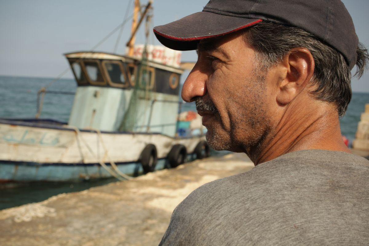 Un insolito naufrago nell'inquieto mare d'Oriente: ik protagonista Sasson Gabai in una scena