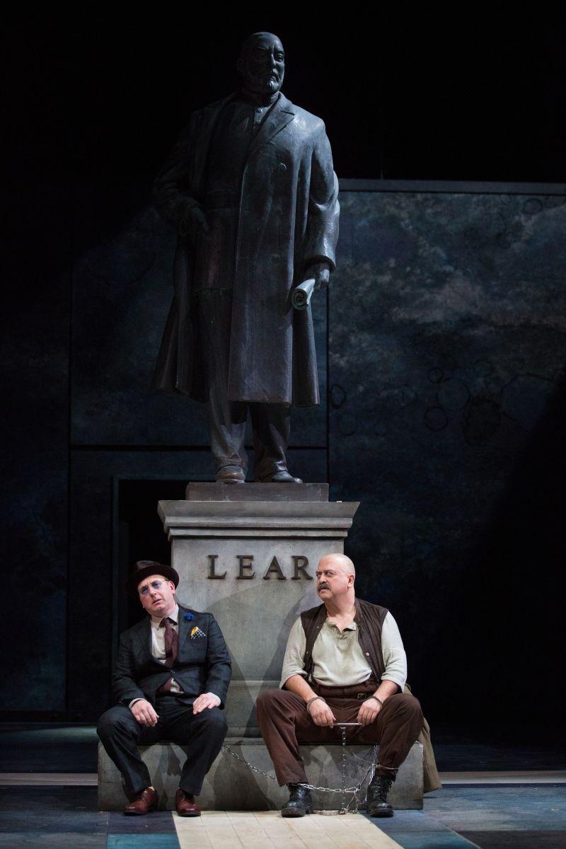 King Lear: Andrian Scarborough (il Giullare) con Stanley Townsend (Conte di Kent) in una scena