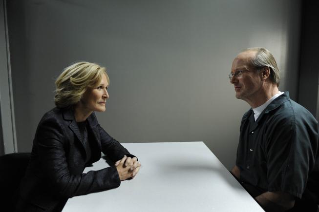 Damages: Glenn Close e William Hurt in una scena della seconda stagione