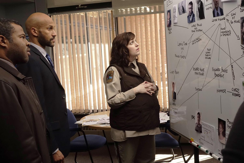Fargo: Allison Tolman insieme a Keegan-Michael Key, Jordan Peele nell'episodio A Fox, a Rabbit and a Cabbage