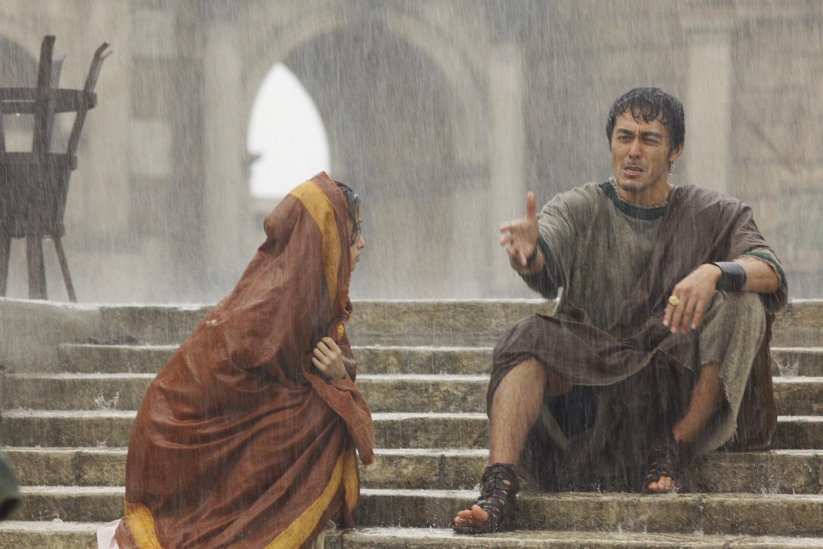 Thermae Romae: Hiroshi Abe con Aya Ueto in una scena