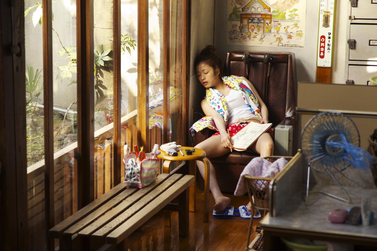 Thermae Romae: Aya Ueto in una scena del film nei panni di una scrittrice di fumetti