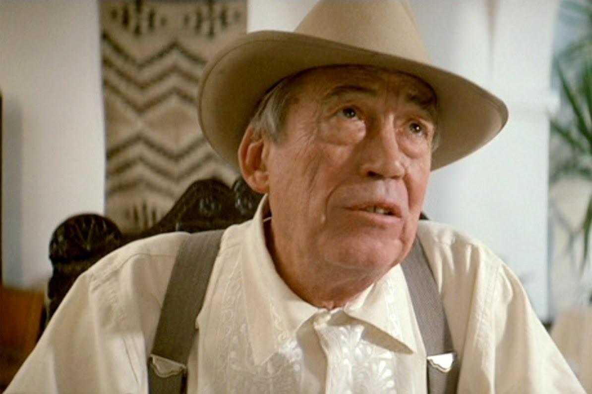Chinatown: John Huston in una scena del film