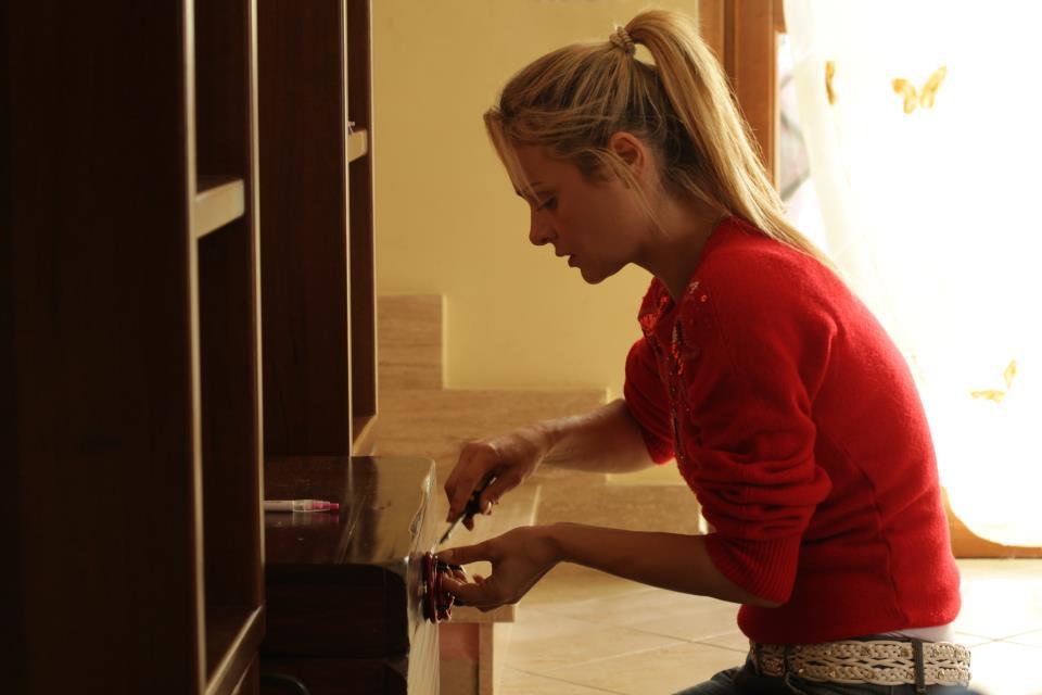 Tania Angelosanto in una scena del film Carta bianca