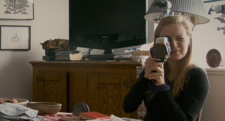 Stories We Tell: la regista e attrice Sarah Polley in una scena del documentario incentrato sulla sua famiglia