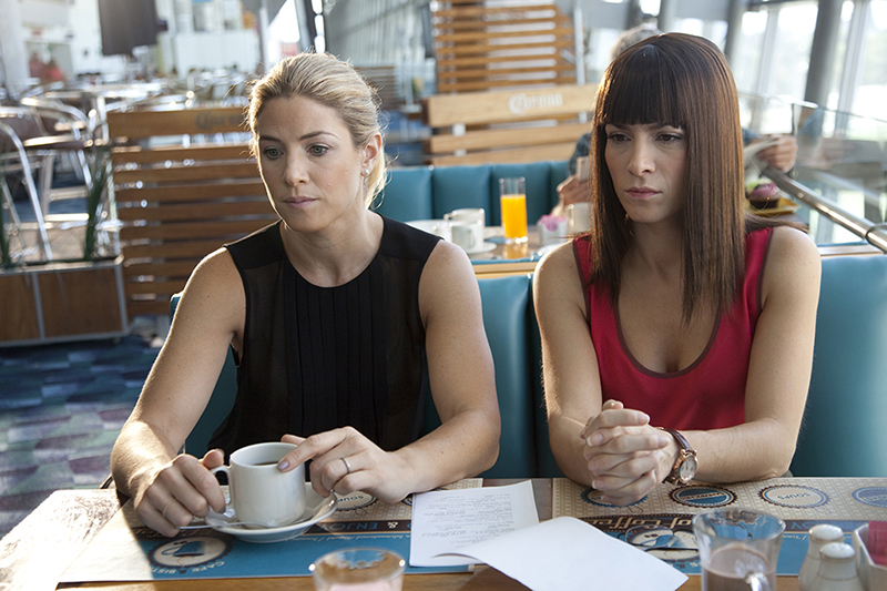 Instructions Not Included: Jessica Lindsey in una scena del film con Alessandra Rosaldo