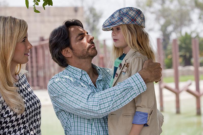 Instructions Not Included: Loreto Peralta con Eugenio Derbez in una scena del film