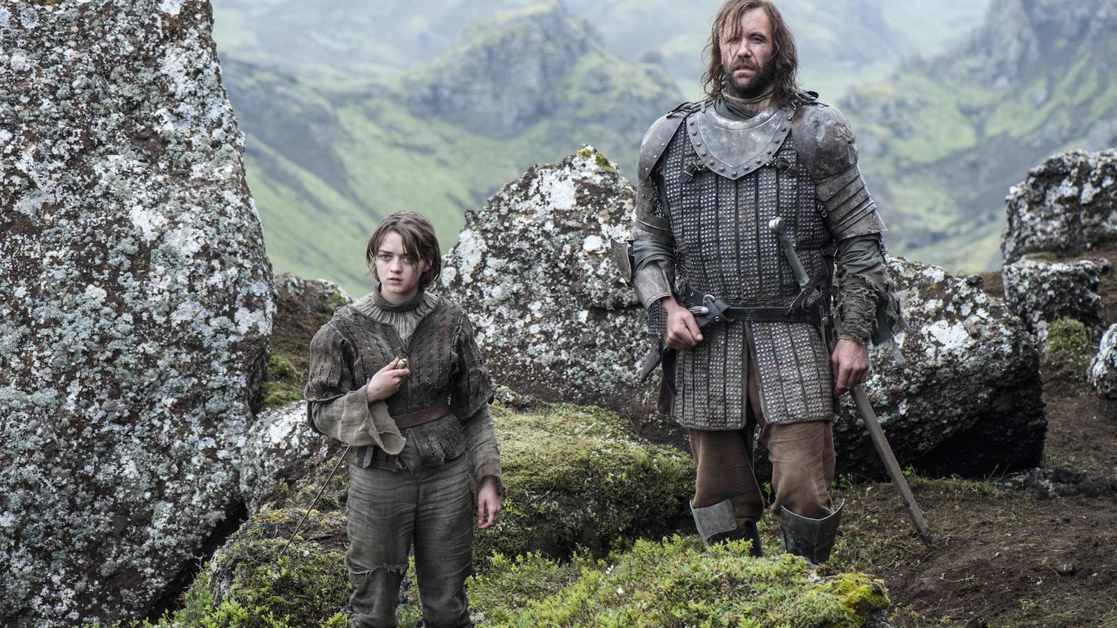 Il trono di spade: Maisie Williams e Rory McCan nell'episodio The Children