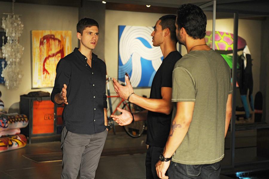 Graceland: Aaron Tveit, Manny Montana e Daniel Sunjata in The Line