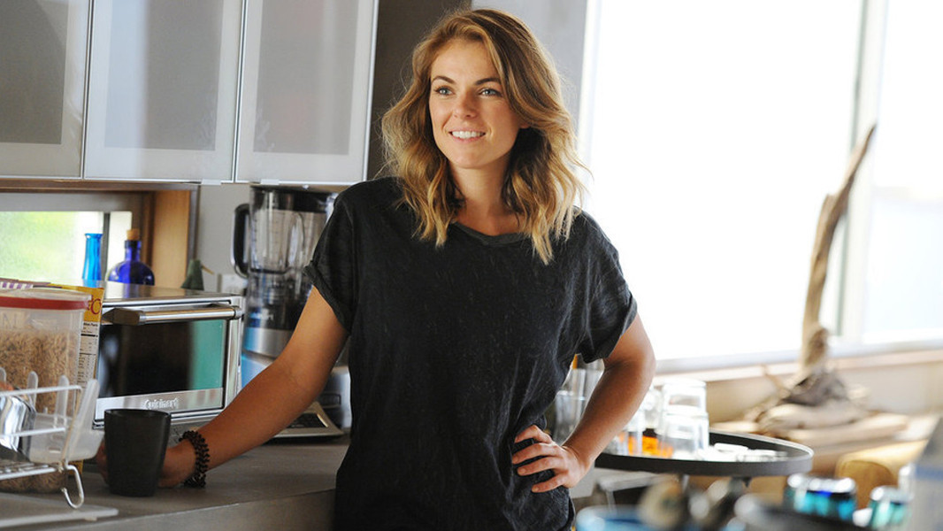 Graceland: Serinda Swan nell'episodio The Line