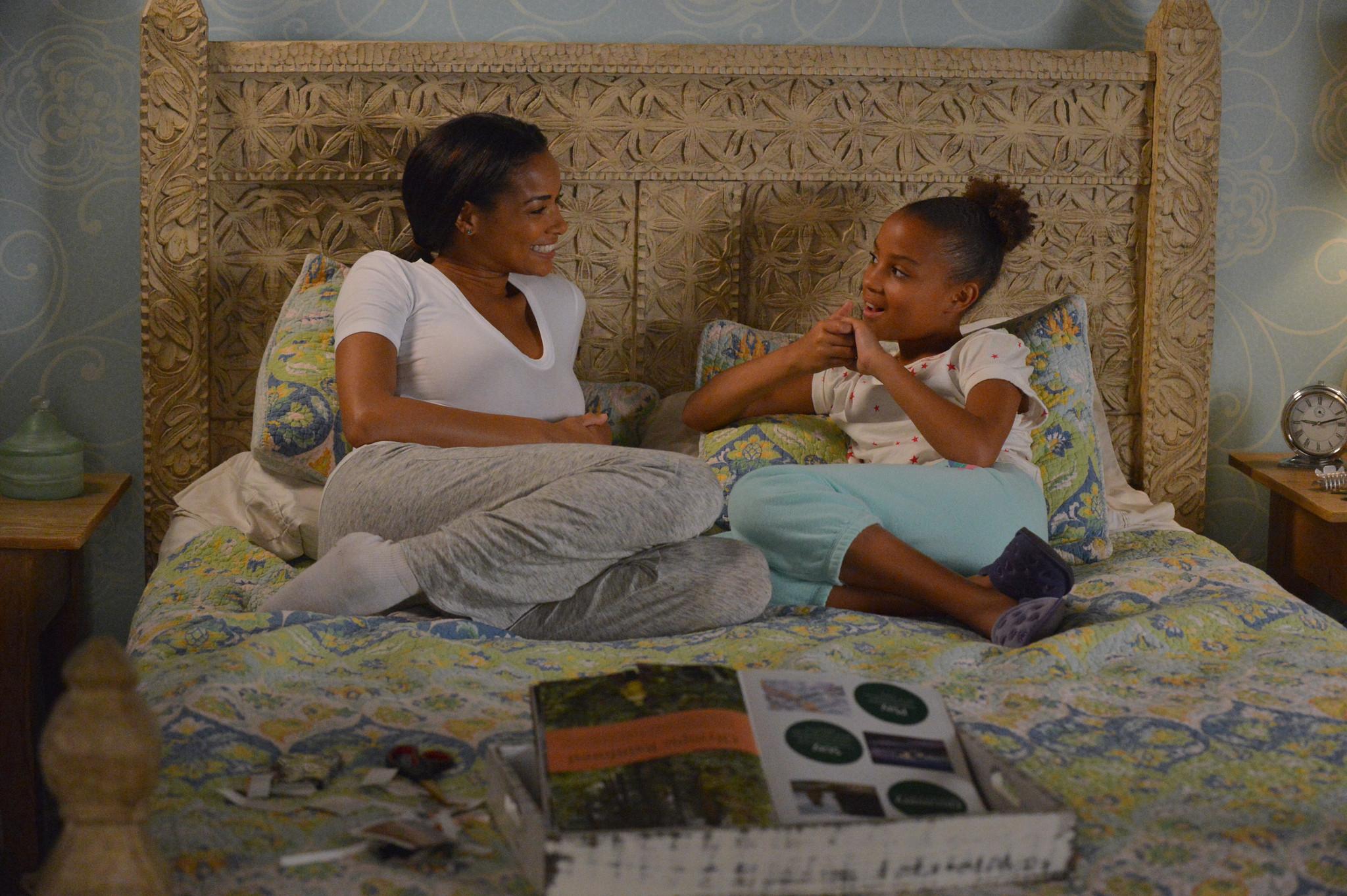 Mistresses: Rochelle Aytes insieme a Corinne Massiah nell'episodio Open House