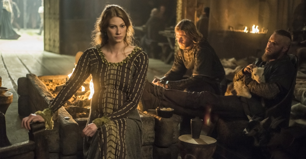 Vikings: Alyssa Sutherland e Travis Fimmel nell'episodio Invasion