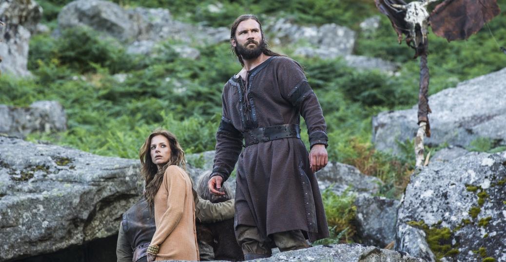 Vikings: Clive Standen e Jessalyn Gilsig nell'episodio Treachery