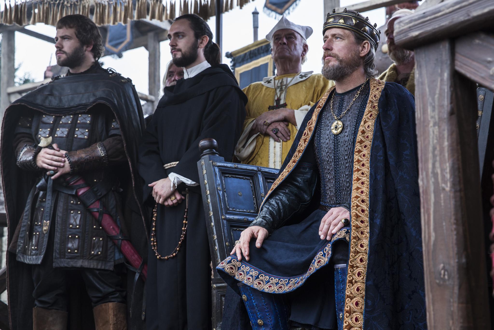 Vikings: George Blagden e Linus Roache nell'episosdio Blood Eagle