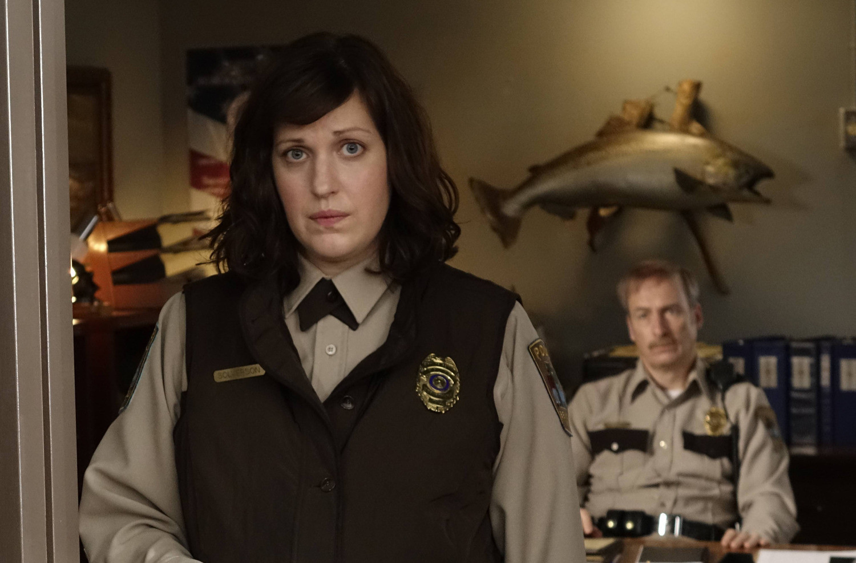 Fargo: Allison Tolman e Bob Odenkirk nell'episodio Morton's Fork