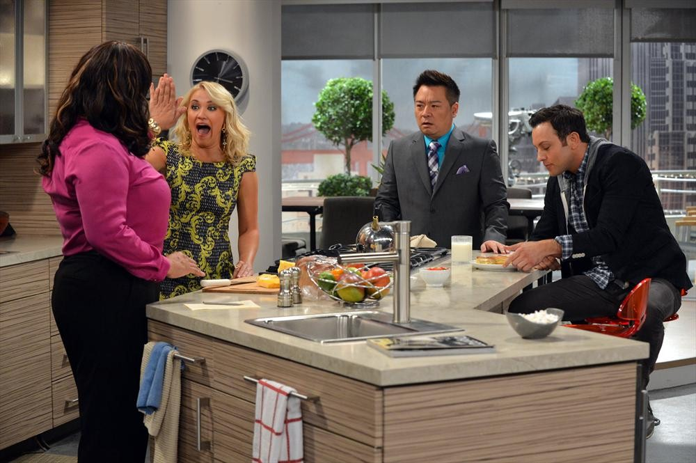 Young & Hungry: Emily Osment in una scena del pilot