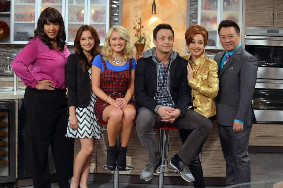 Young & Hungry: un'immagine promozionale del cast per la prima stagione