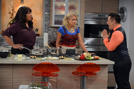 Young & Hungry: Rex Lee, Emily Osment e Kym Whitley nel pilot