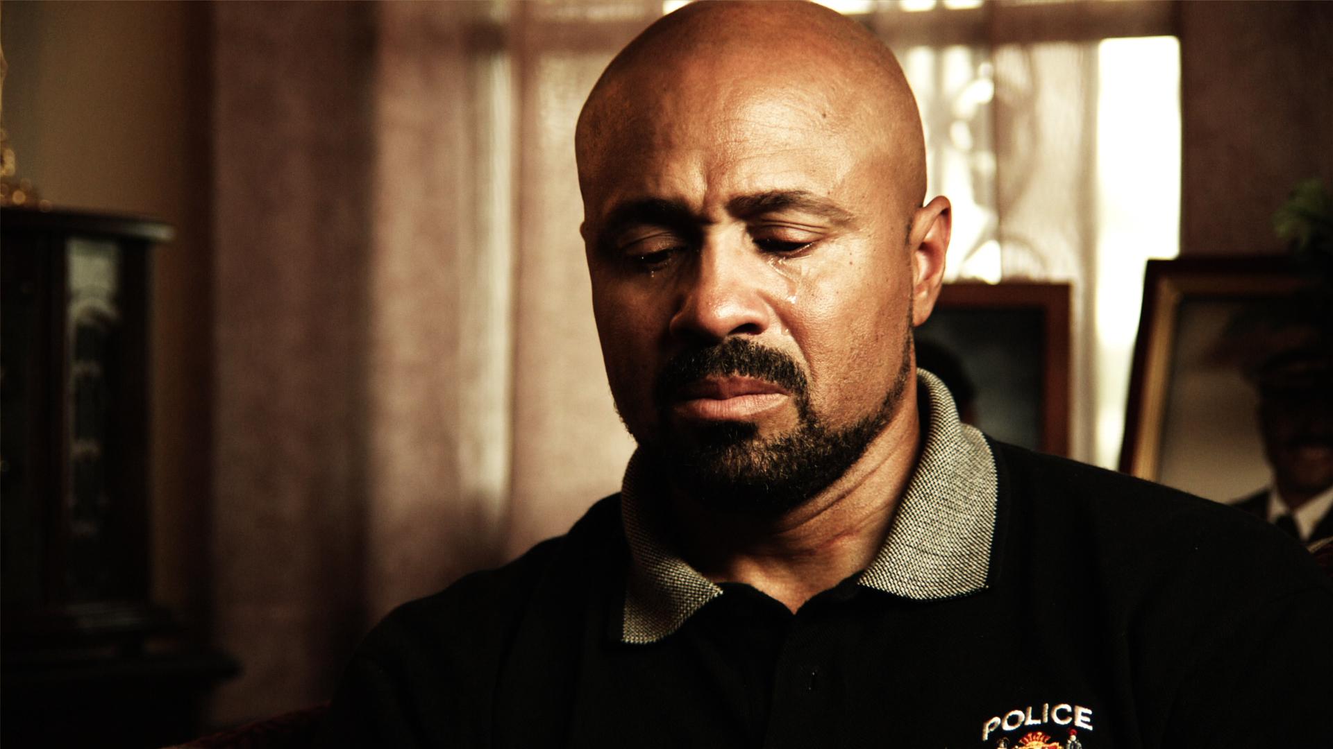 Come fare soldi vendendo droga: la commozione dell'agente Neill Franklin, 33 anni di servizio nell'antidroga, in una scena
