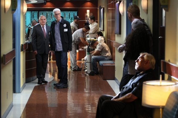 CSI: Ted Danson e Paul Guilfoyle in una scena dell'episodio Torch Song