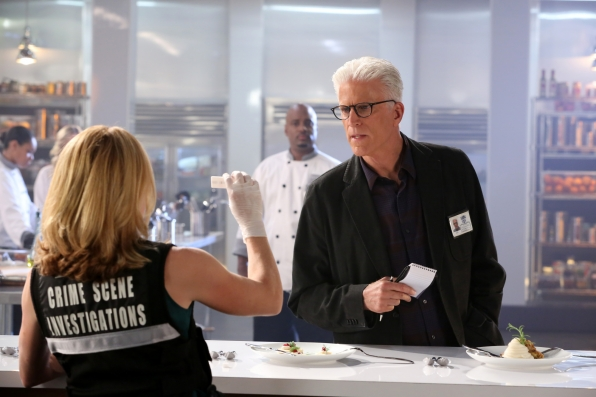 CSI: Ted Danson in una scena di Last Supper