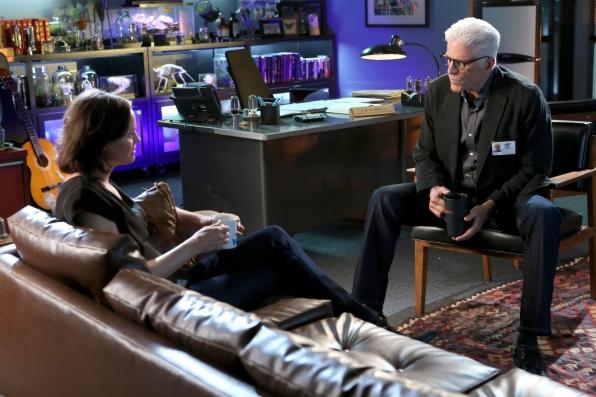 CSI: Ted Danson in una scena dell'episodio Frame by Frame